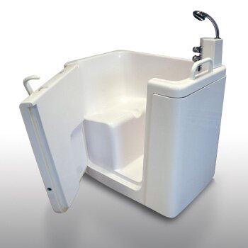 Ristrutturare il bagno per disabili e anziani - Vasca bagno con sportello ...